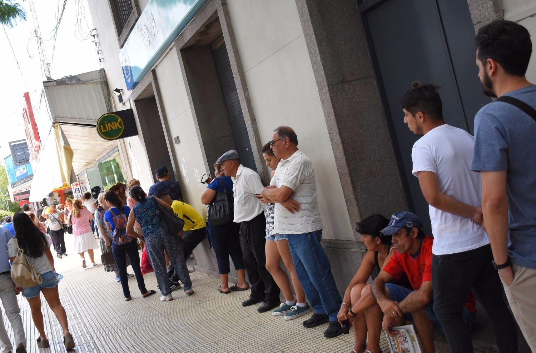 for Banco galicia busca cajeros