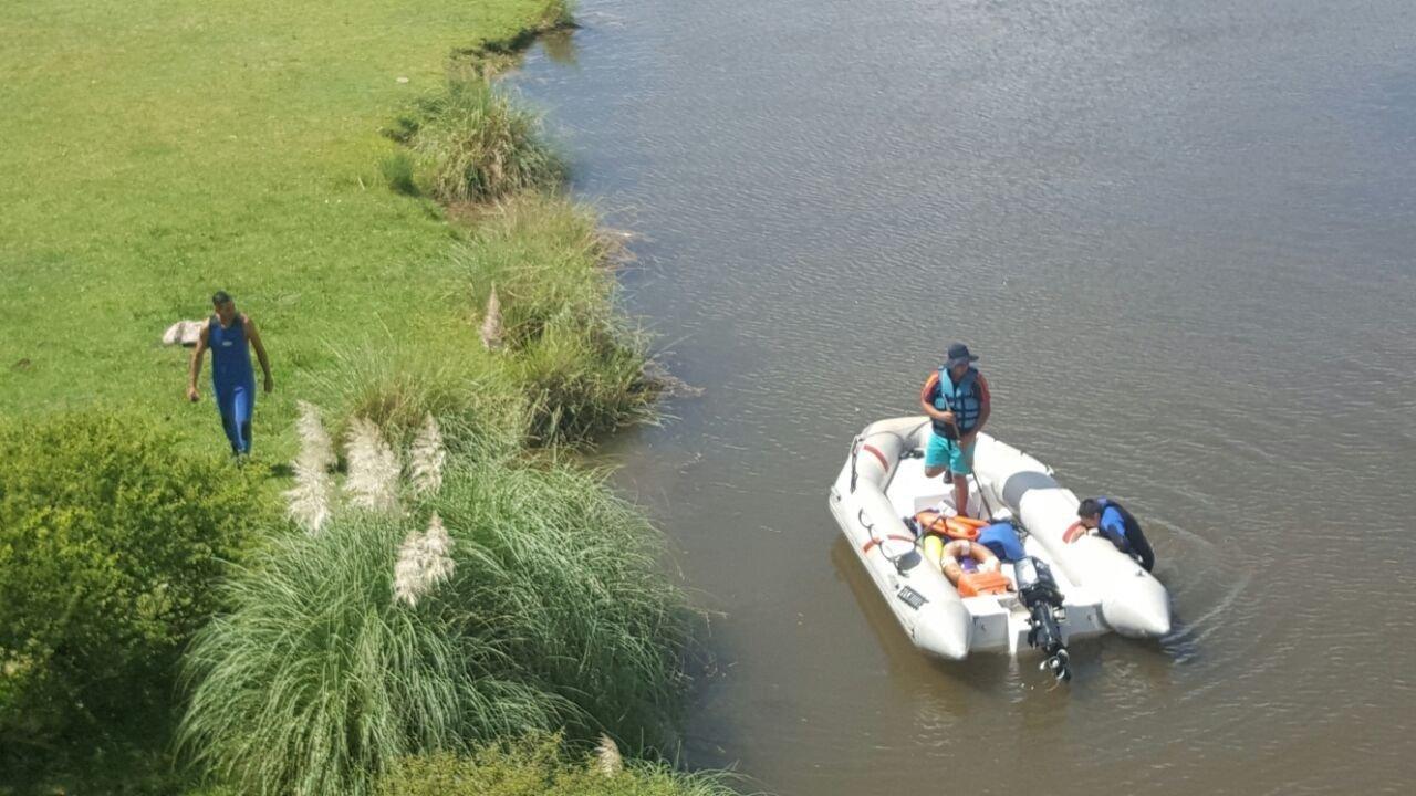 Continúa la búsqueda del joven que desapareció en el río Los Manantiales