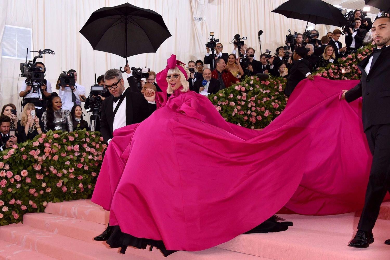 d275af763e Lady Gaga se robó el show en la Gala del Met en Nueva York