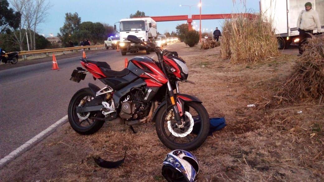 la imprudencia de una mujer le costó la vida a un joven motociclista