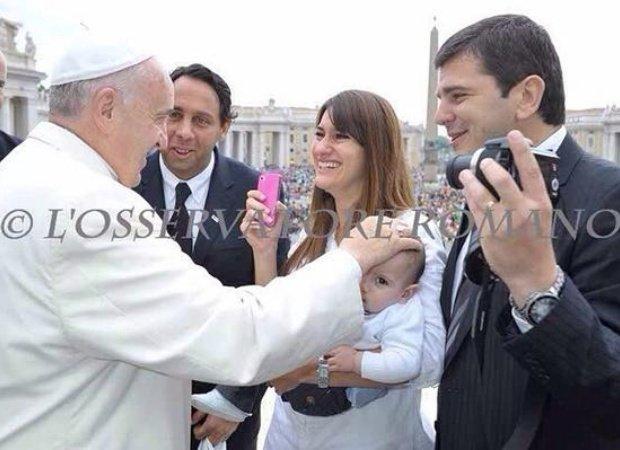 Hanna Abdallah Y Fabricio Pezzini Con El Papa