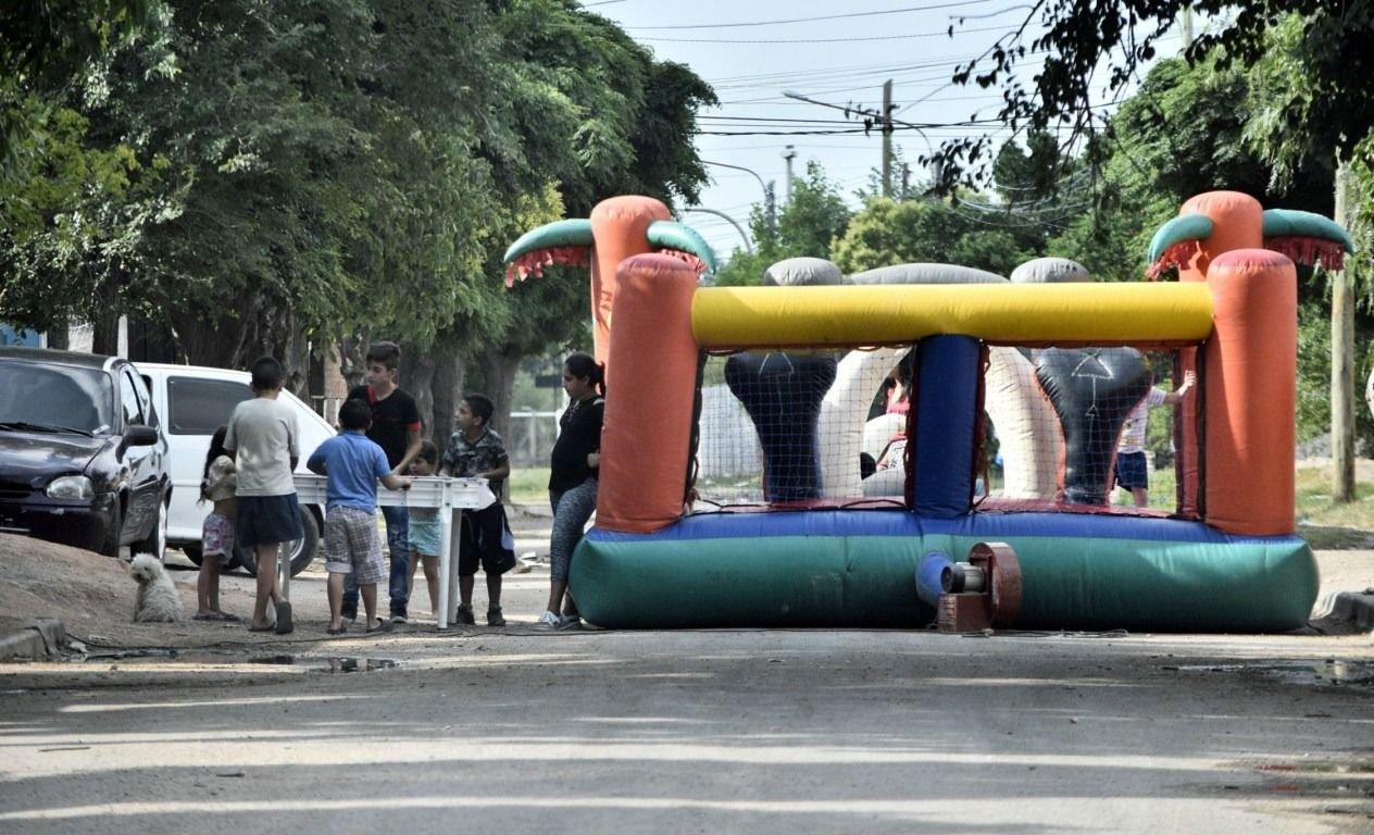 Quieren Regular El Alquiler De Los Juegos Inflables Infantiles